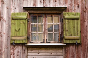 Fönstret blir som nytt efter renovering.